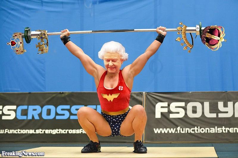 Queen-Elizabeth-Weightlifting-Her-Jewels--125842.jpg