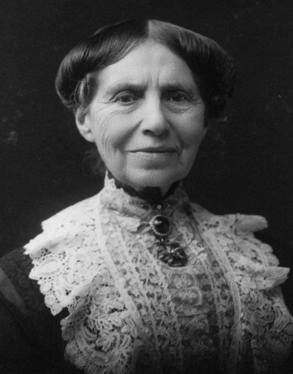 800px-Clara_Barton_1904.jpg