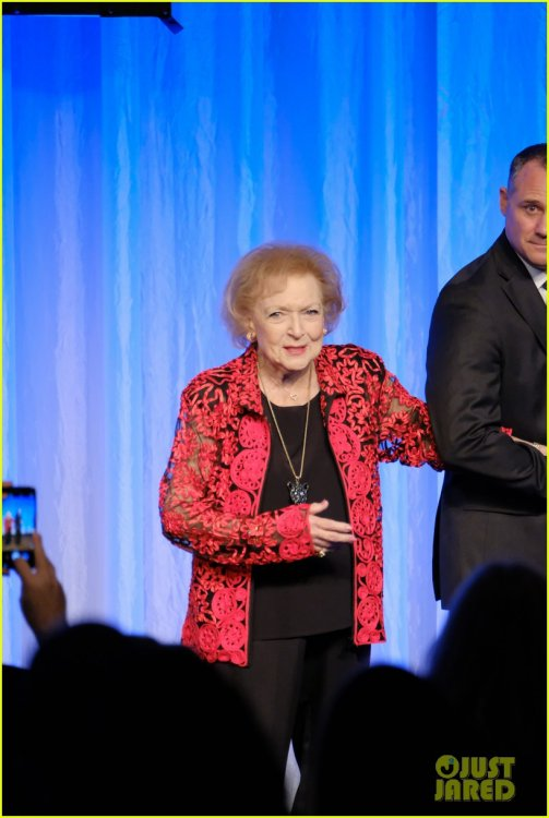 betty-white-honored-for-being-a-trailblazer-in-television-14.jpg