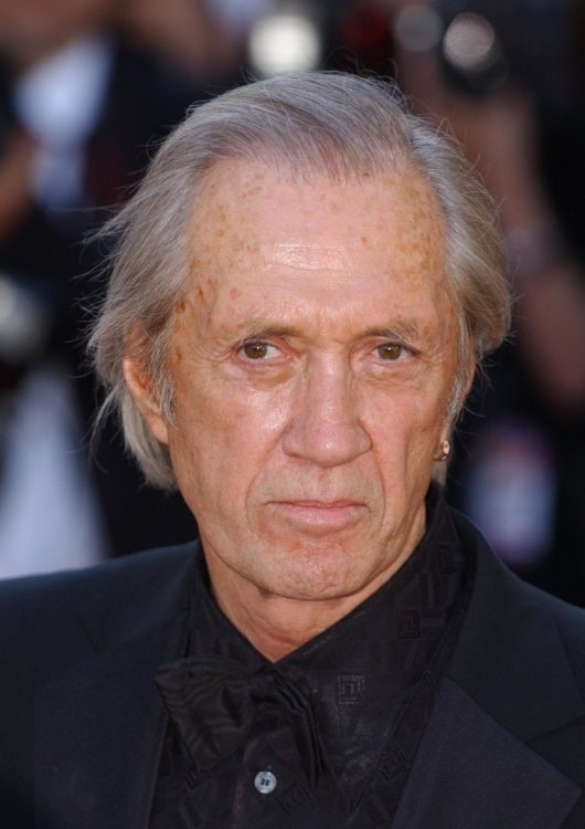 david-carradine-456272-2-raw.thumb.jpg.566eec6786f0563dc11e8acff56f66cd.jpg