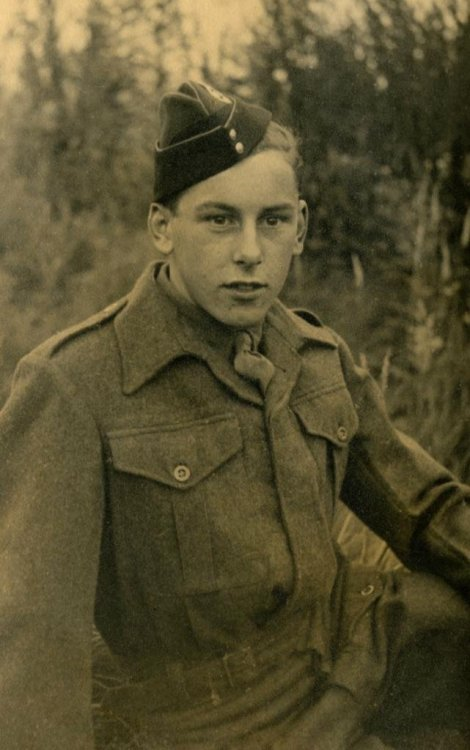 Gordon Flowers in Uniform.JPG